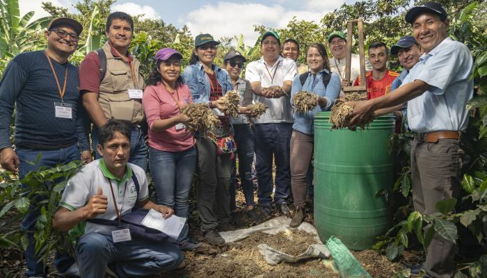 Local cooperatives from Mexico, Guatemala, Paraguay and Peru participate in a peer exchange to learn about organic fertilizer production.