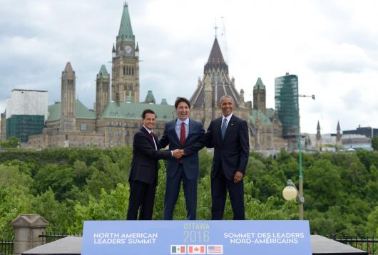 Mexican President Nieto, Canadian Prime Minister Trudeau and American President Obama shake hands at the North American Leaders Summit in Ottawa, June 29, 2016.