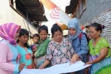 The residents of Lette urban village in Makassar city participating in the neighborhood tracking activity as part of the participatory assessment and triggering activities facilitated by USAID IUWASH PLUS.
